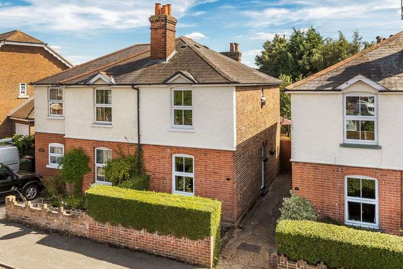 3 Bedrooms Semi Detached House for sale in Percy Road, Guildford