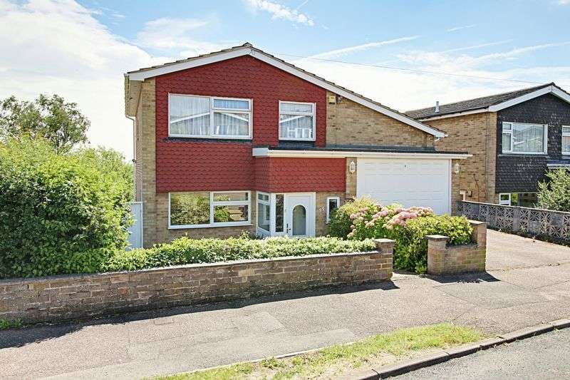 4 Bedrooms Detached House for sale in Burleigh Way, Cuffley