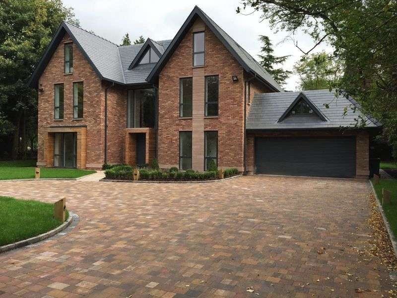 5 Bedrooms Detached House for sale in Hill Top, Hale