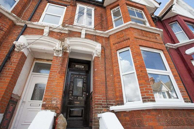 2 Bedrooms Flat for sale in Heygate Avenue, Southend-On-Sea