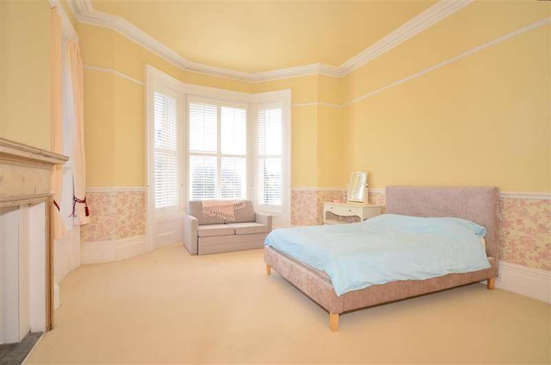 3 Bedrooms Maisonette Flat for sale in St. Boniface Road, Ventnor, Isle of Wight