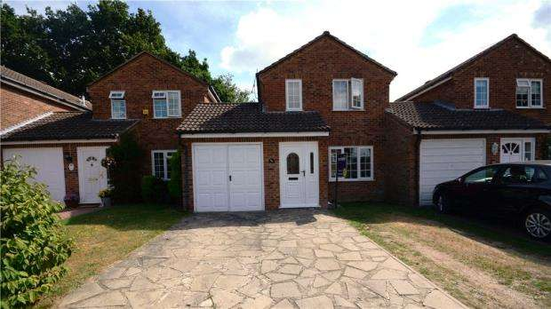 3 Bedrooms Link Detached House for sale in Rother Close, Sandhurst, Berkshire