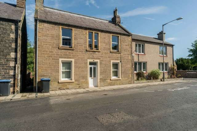 3 Bedrooms Flat for sale in Church Street, Galashiels, Borders, TD1 3JL