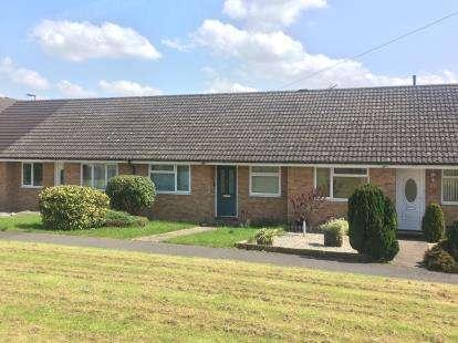 2 Bedrooms Bungalow for sale in Gillingham, Dorset