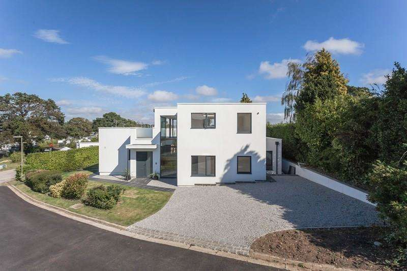 5 Bedrooms Detached House for sale in Crowsport, Hamble, Southampton