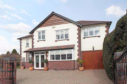 4 Bedrooms Detached House for sale in Woodsmoor Lane, Stockport, Cheshire, South Manchester