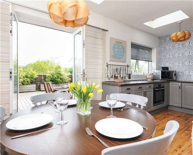 3 Bedrooms Semi Detached House for sale in Montpelier Road, PURLEY, Surrey, CR8 2QB