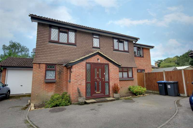 4 Bedrooms Detached House for sale in Jersey Close, Chertsey South, Surrey, KT16