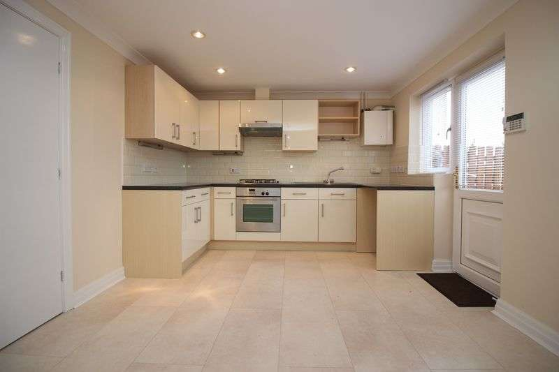 3 Bedrooms Terraced House for sale in Clarence Close, Bury