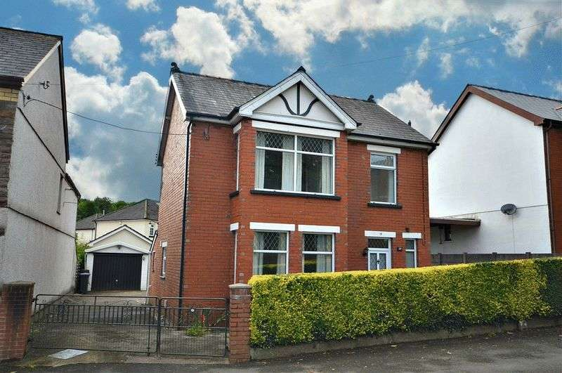 3 Bedrooms Detached House for sale in Lowlands Road, Cwmbran