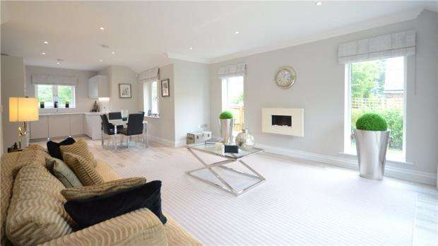 2 Bedrooms Detached Bungalow for sale in Stroude Road, Virginia Water, Surrey