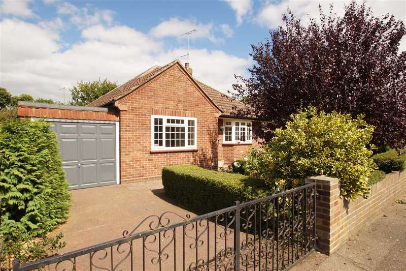 3 Bedrooms Bungalow for sale in Ash Grove, Colchester
