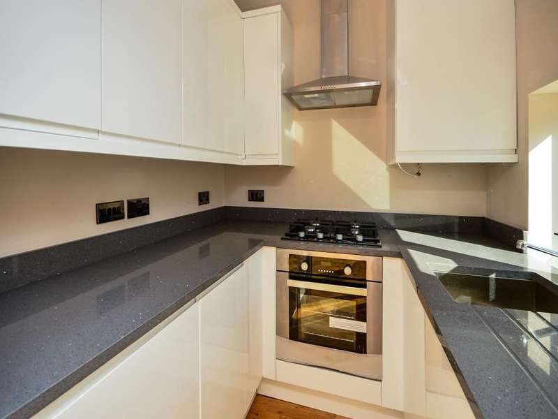 2 Bedrooms Flat for sale in Avenue Road, Sutton, SM2