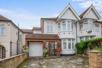 4 Bedrooms Semi Detached House for sale in Park View Road, Neasden, London