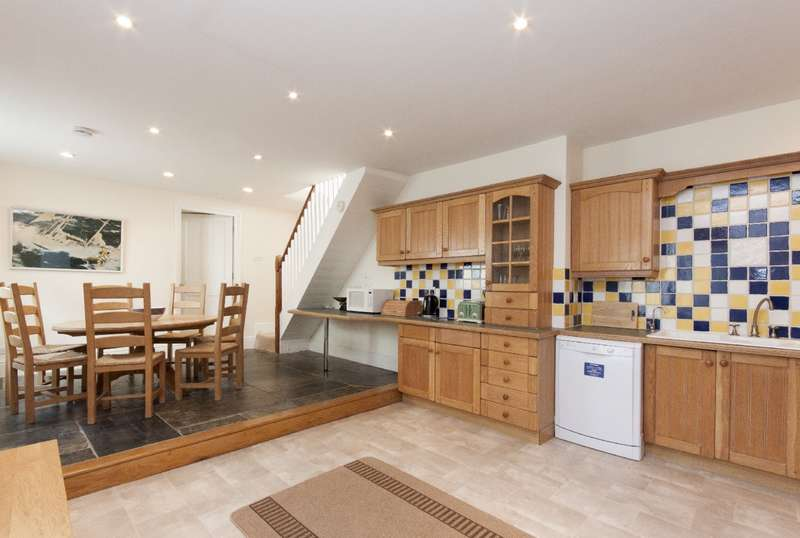3 Bedrooms Cottage House for sale in 74b Fore Street, Salcombe