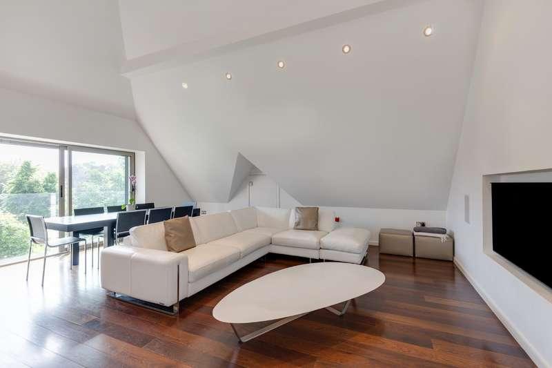 3 Bedrooms Flat for sale in Eton Avenue, Belsize Park