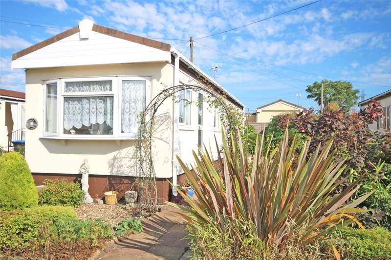 2 Bedrooms Bungalow for sale in Kay Avenue, Meadowlands, Addlestone, Surrey, KT15
