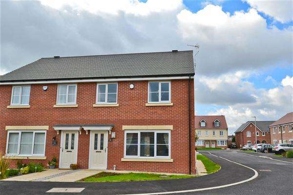 3 Bedrooms Semi Detached House for sale in Fielders Close, Poolstock
