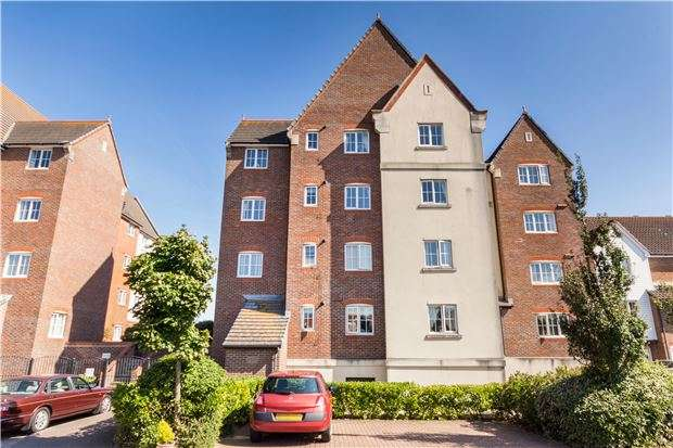 2 Bedrooms Flat for sale in Canary Quay, EASTBOURNE, East Sussex, BN23 5UT