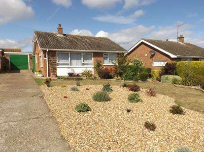 2 Bedrooms Bungalow for sale in Beeston Regis, Sheringham, Norfolk