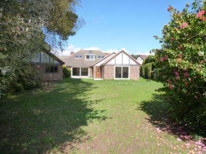 6 Bedrooms Bungalow for sale in Hayling Island, Hampshire