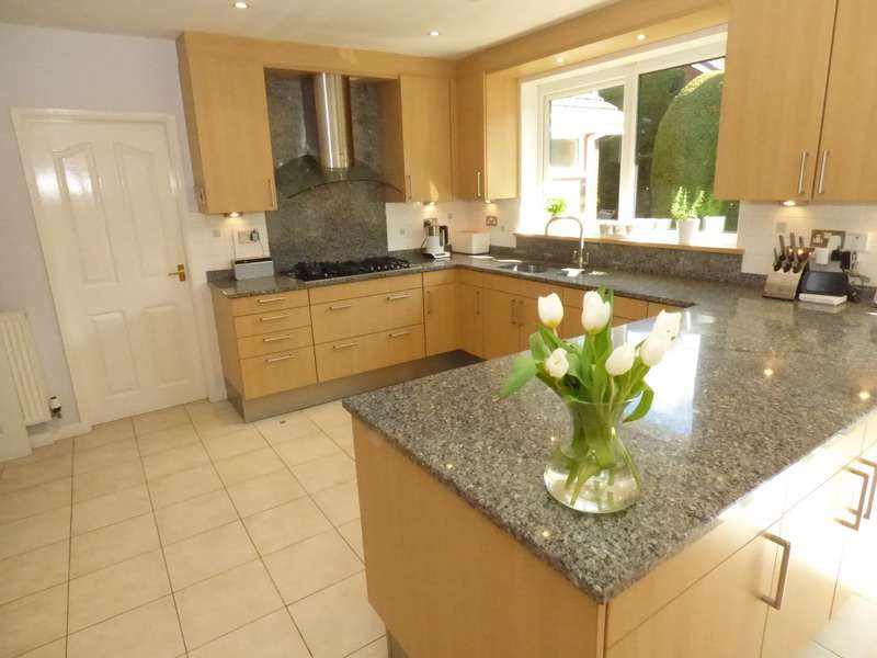 4 Bedrooms Detached House for sale in BURY ROAD, ROCHDALE, Lancashire, OL11