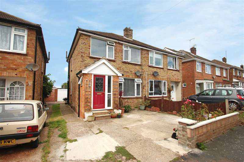3 Bedrooms Semi Detached House for sale in Crown Road, Clacton-On-Sea