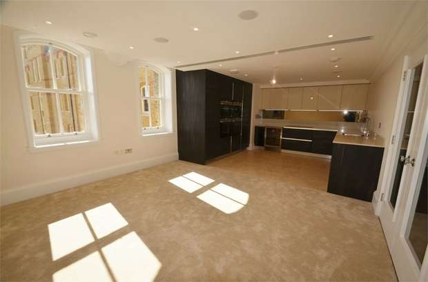 2 Bedrooms Flat for sale in St Joseph's Gate, Lawrence Street, Mill Hill