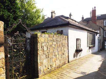 2 Bedrooms Bungalow for sale in Berry's Passage, Knaresborough, North Yorkshire