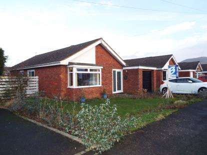 3 Bedrooms Bungalow for sale in Trem Menlli, Ruthin, Denbighshire, LL15