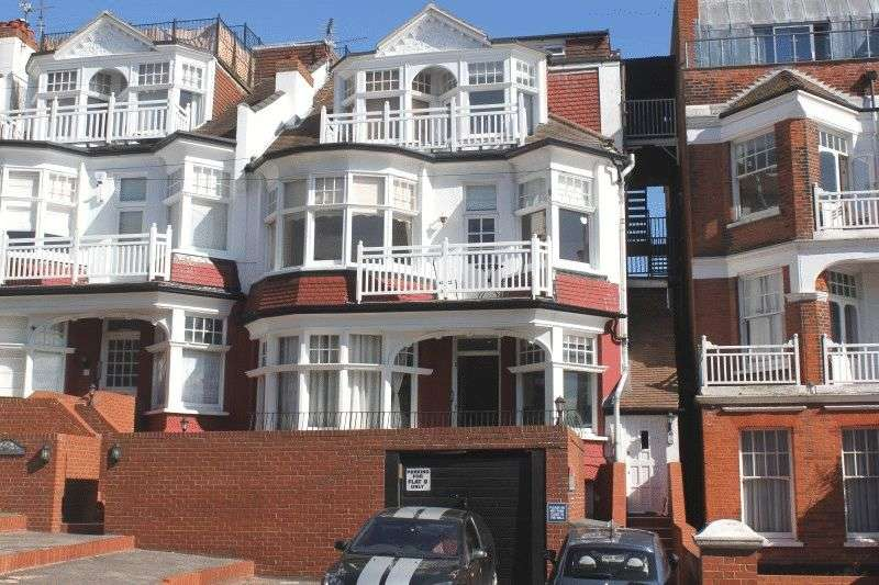 2 Bedrooms Flat for sale in Palmeira Avenue, Westcliff-On-Sea