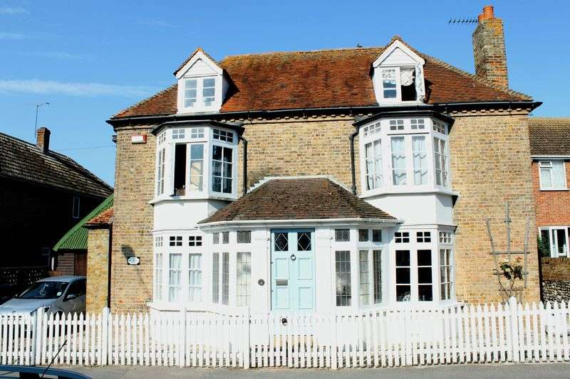 5 Bedrooms Detached House for sale in Minster