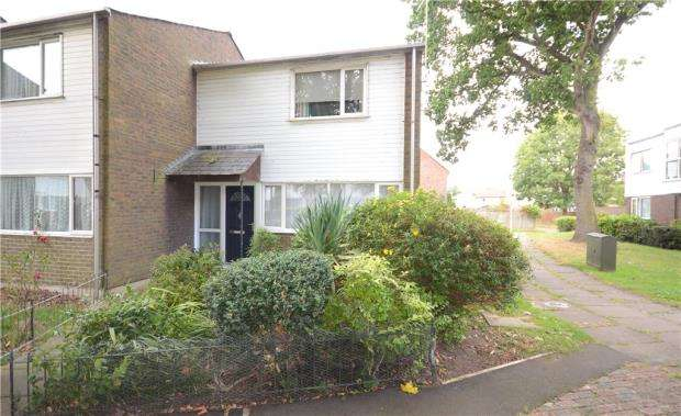 2 Bedrooms Terraced House for sale in Bracklesham Close, Farnborough, Hampshire