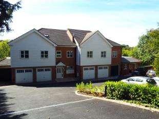 2 Bedrooms Flat for sale in Wrenwood Court, 38 Hermitage Road, Kenley