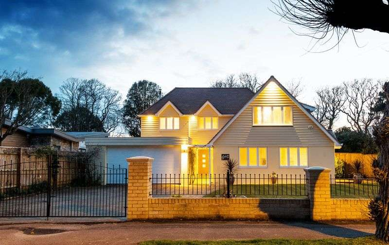 5 Bedrooms Detached House for sale in Friars Road, Christchurch