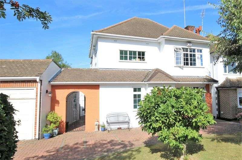 4 Bedrooms Detached House for sale in Surman Crescent, Hutton, Brentwood