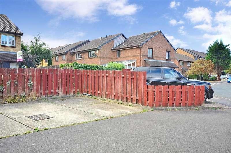 3 Bedrooms End Of Terrace House for sale in Adams Way, Croydon, Surrey