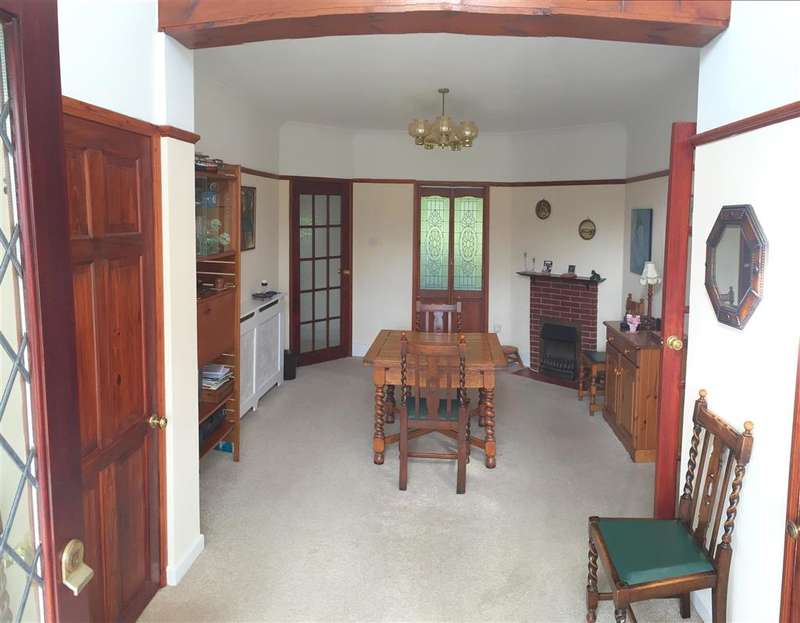3 Bedrooms Bungalow for sale in Cudlow Avenue, Rustington, West Sussex
