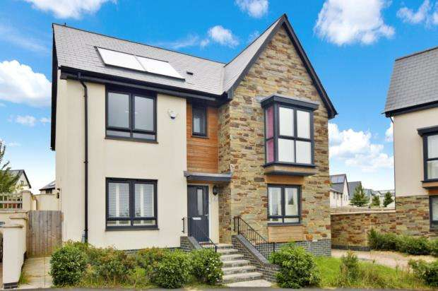 4 Bedrooms Detached House for sale in Airborne Drive, Plymouth, Devon