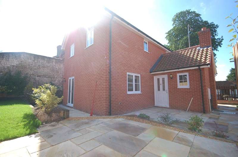 3 Bedrooms Detached House for sale in Norwich Road, Thetford