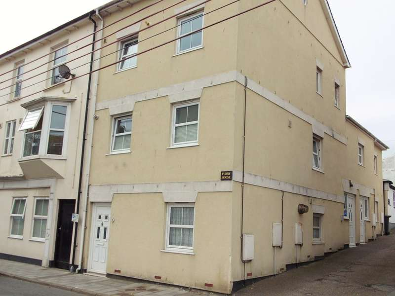3 Bedrooms Maisonette Flat for sale in Queen Street, Seaton