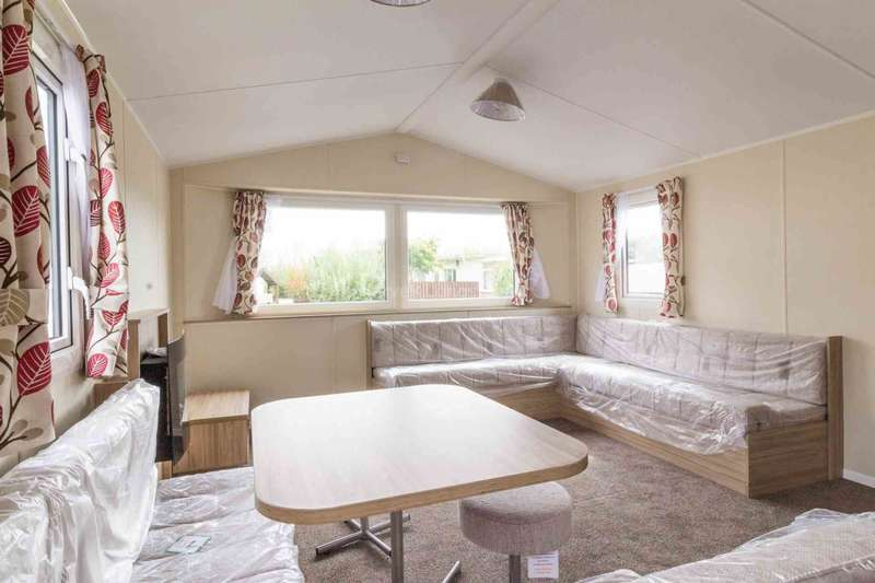 3 Bedrooms Mobile Home for sale in Corton, Lowestoft, Suffolk