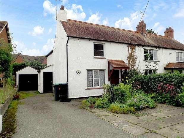 2 Bedrooms Semi Detached House for sale in Bangor Road, Overton, Wrexham