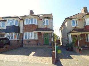 4 Bedrooms Semi Detached House for sale in Hawkhurst Way, West Wickham