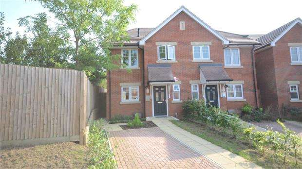 2 Bedrooms Semi Detached House for sale in Bridges Grove, Earley, Reading