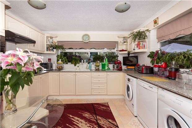 3 Bedrooms Detached House for sale in Parkwood Road, HASTINGS, East Sussex, TN34 2RW
