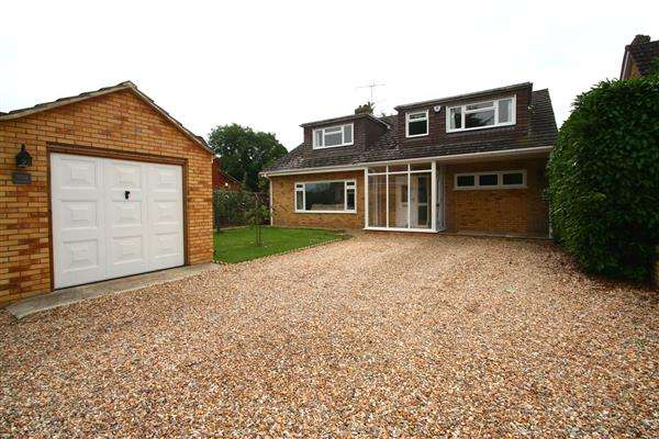 4 Bedrooms Detached House for sale in Old Basing Village, Hampshire