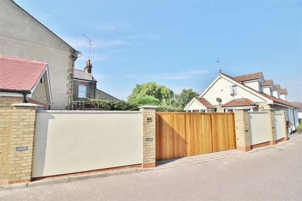 3 Bedrooms Semi Detached House for sale in Honey Lane, WALTHAM ABBEY, Essex