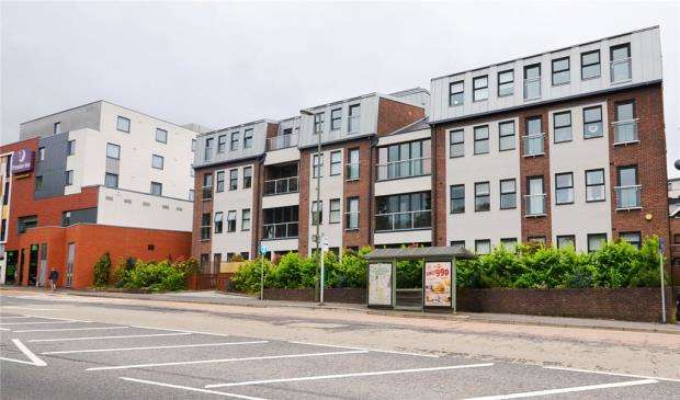 2 Bedrooms Apartment Flat for sale in Admiral House, Upper Charles Street, Camberley