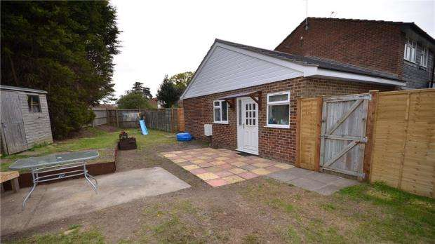 2 Bedrooms Semi Detached Bungalow for sale in Kingsway, Blackwater, Camberley
